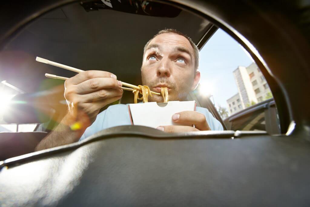 Jedenje hrane tokom vožnje