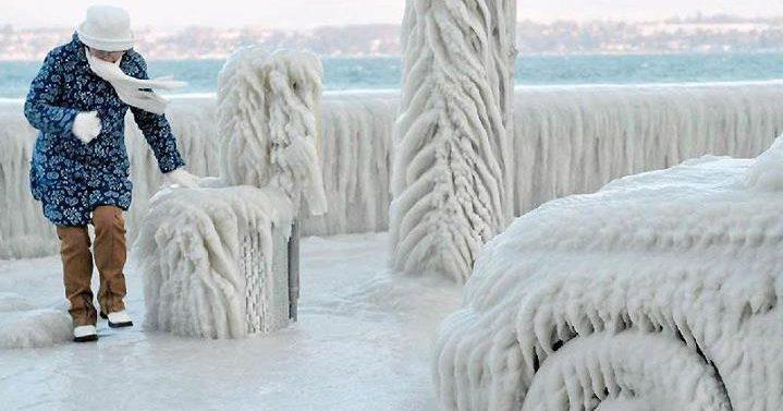 Probudili ste se jutros čili i veseli ali vam je led na vetrobranu zagorčao jutro. Nažalost, mnogi nestrpljivi vozači otkrili su kreativne načine kako da polome staklo umesto da uklone led.